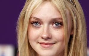 Dakota Fanning computer wallpaper