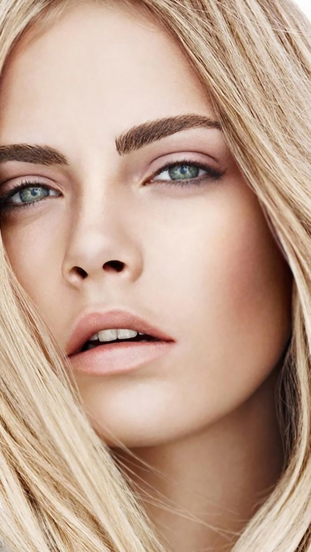 Cara Delevingne iphone photo