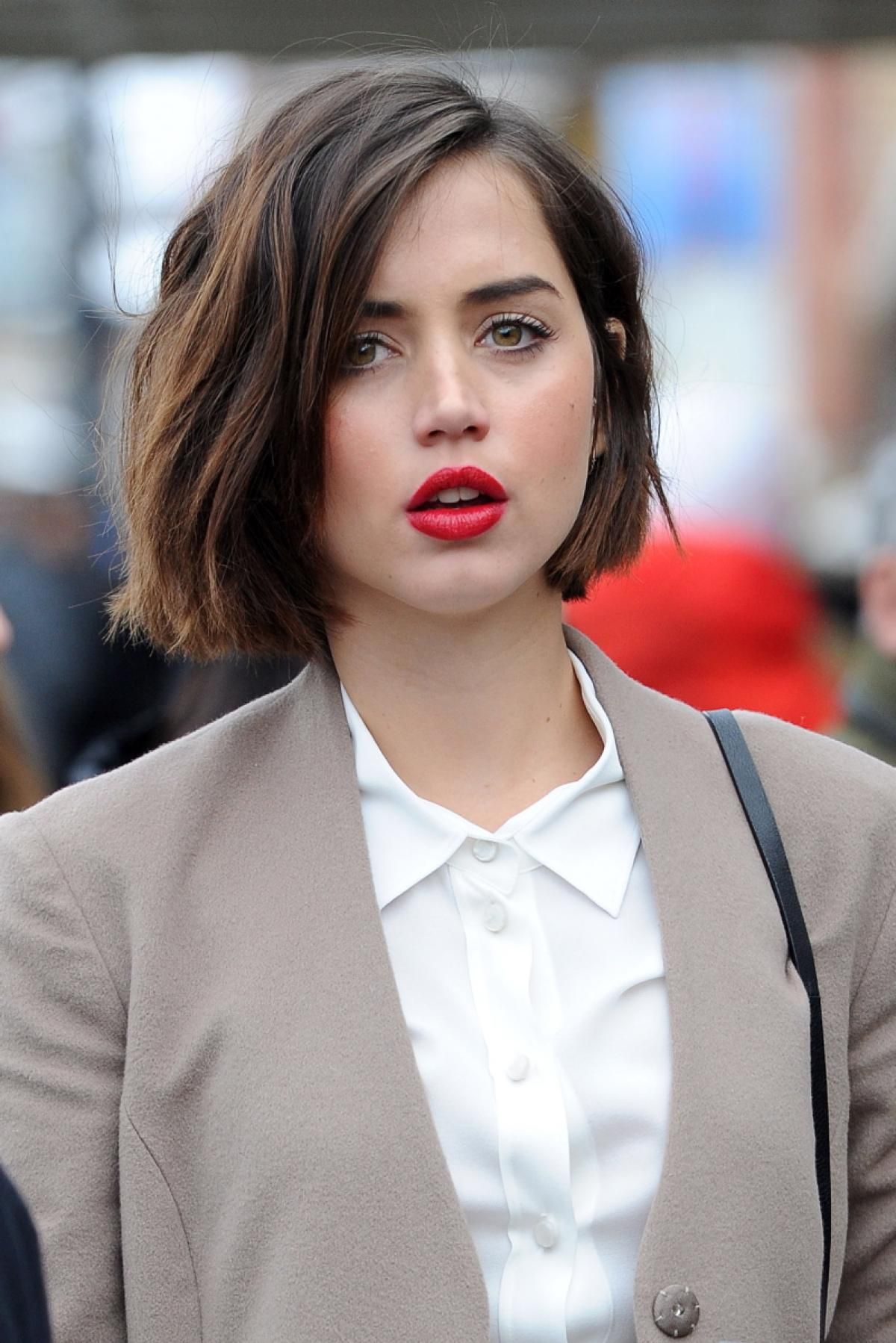 Ana de Armas earned a  million dollar salary, leaving the net worth at 3 million in 2017