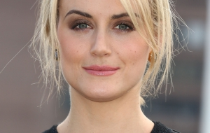 Taylor Schilling Desktop for iphone