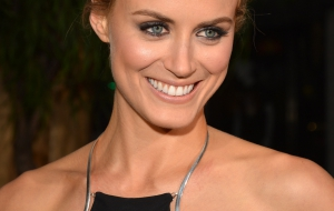 Taylor Schilling High Quality Wallpapers for iphone