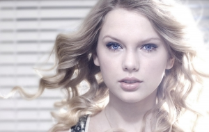 Taylor Swift Free Wallpaper for Computer