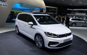 Volkswagen Touran 2016 Wallpapers