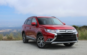 Mitsubishi Outlander 2016 Wallpapers