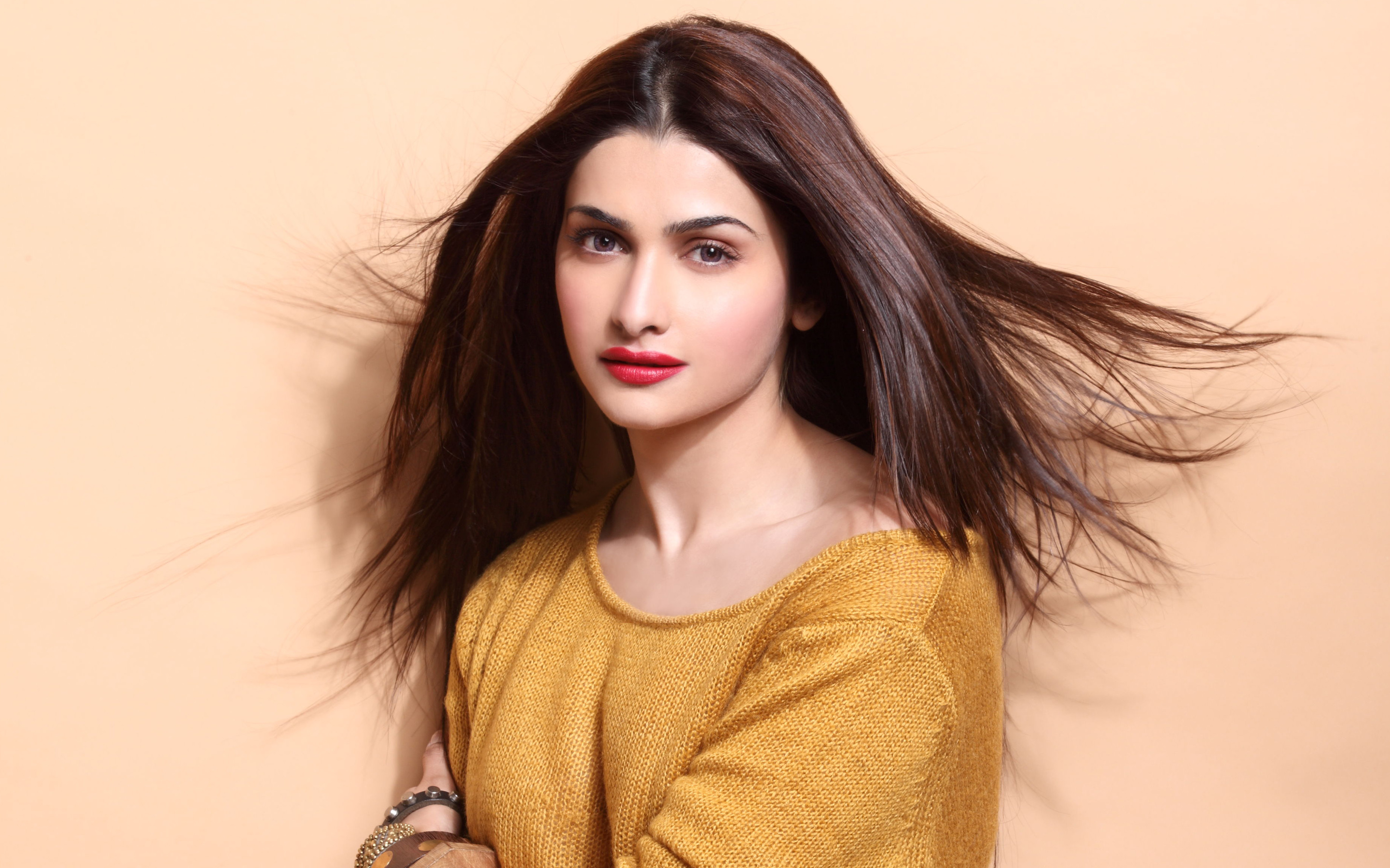 Beautiful Prachi Desai HD Photos Nice Wallpapers p