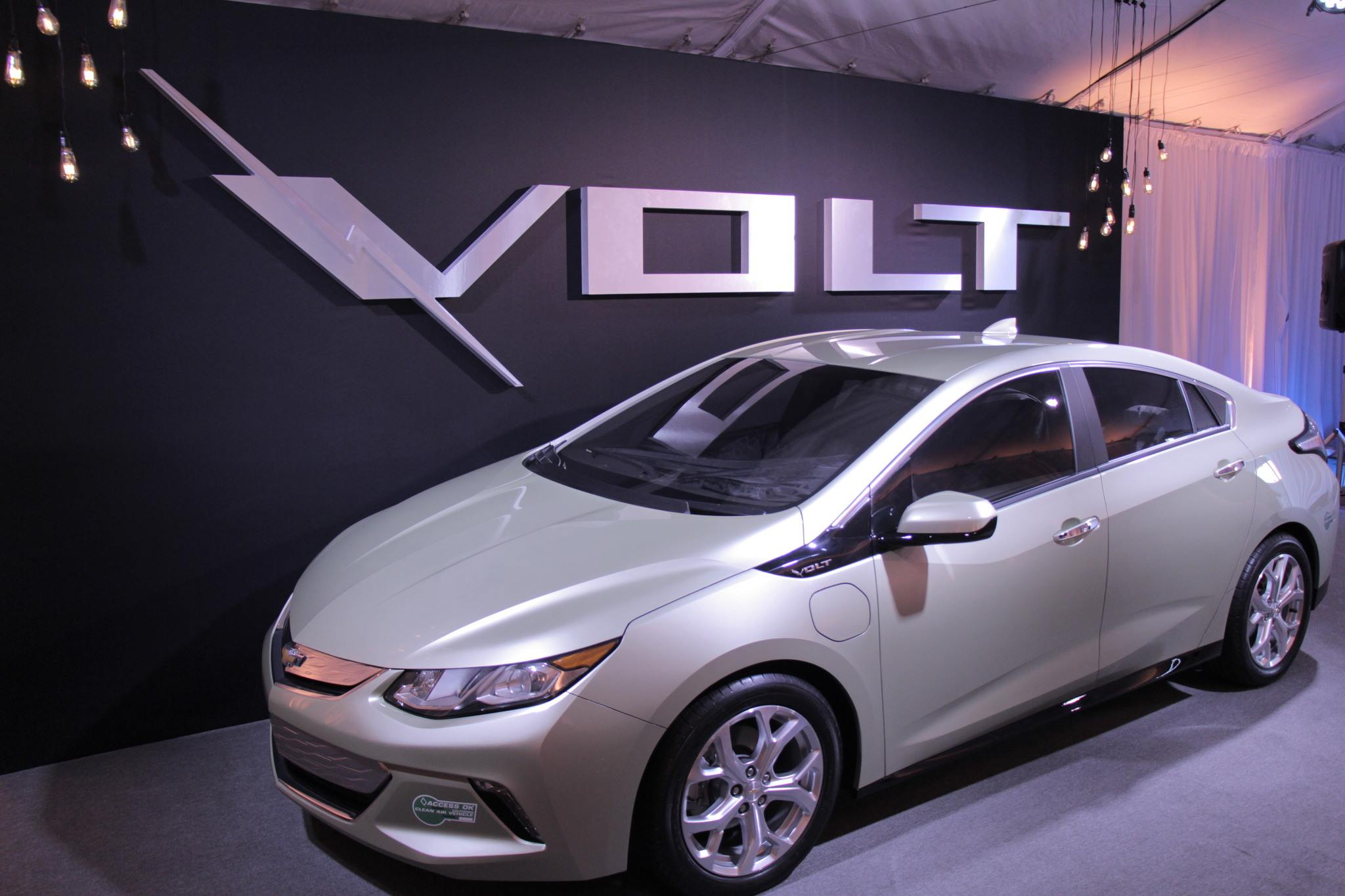 Chevrolet Volt 2016 HD wallpapers free download