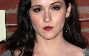 Shannon Woodward Photos