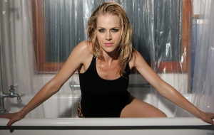Julie Benz High Definition Wallpapers