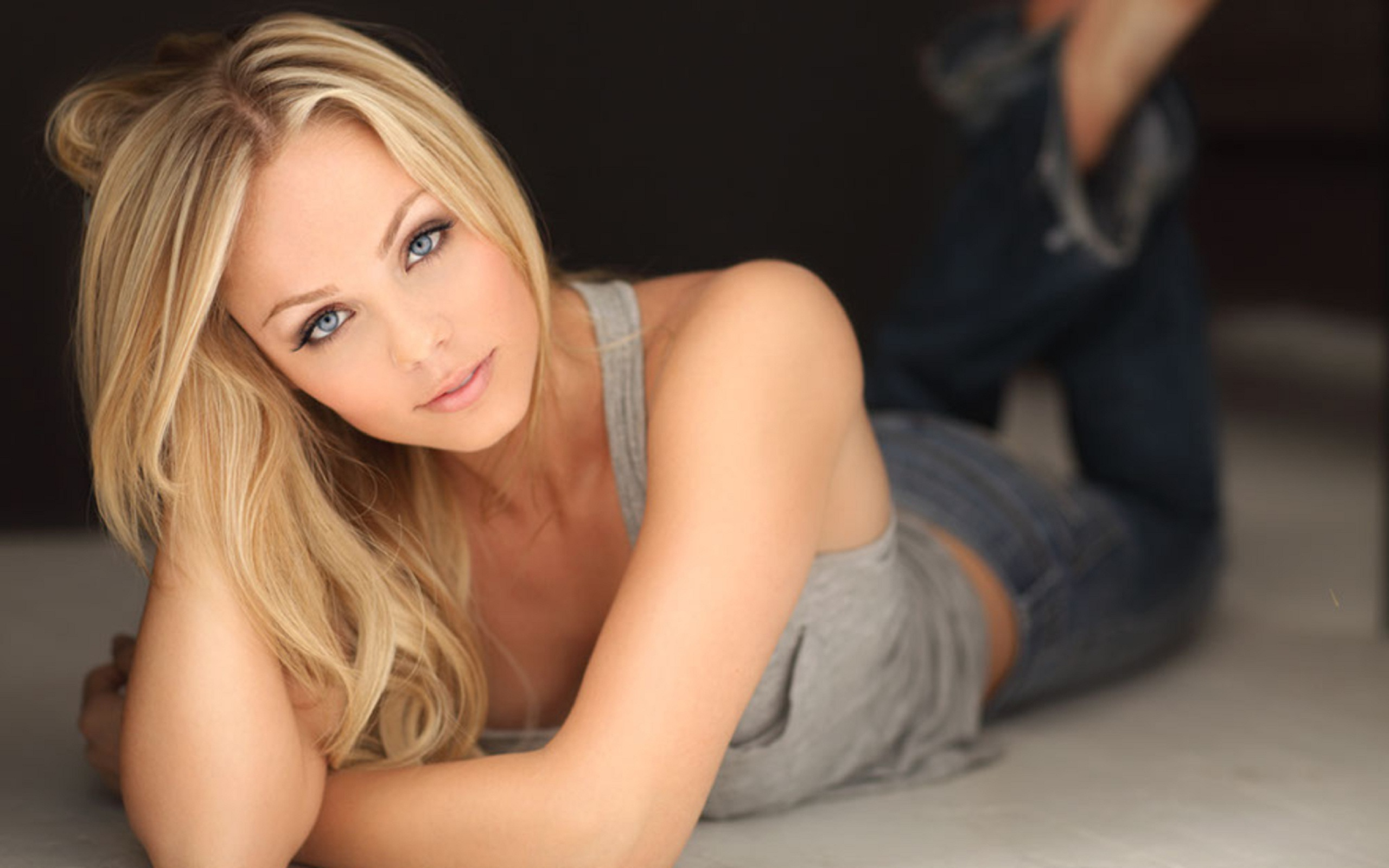 Laura Vandervoort HD Wallpapers for desktop download
