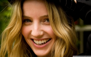 Annabelle Wallis HD Wallpaper