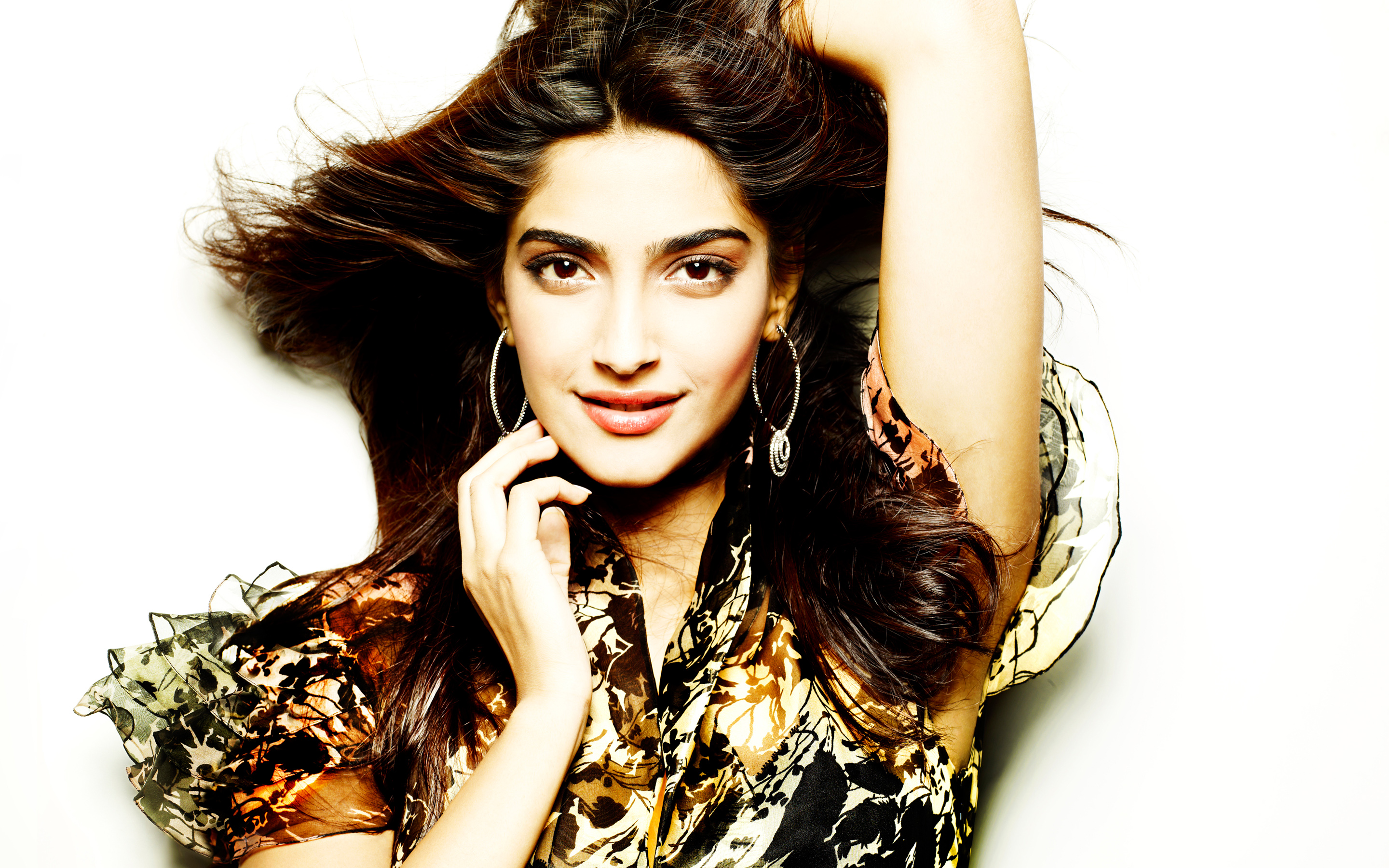 Sonam Kapoor Wallpapers: Sonam Kapoor Wallpapers High Resolution And Quality Download