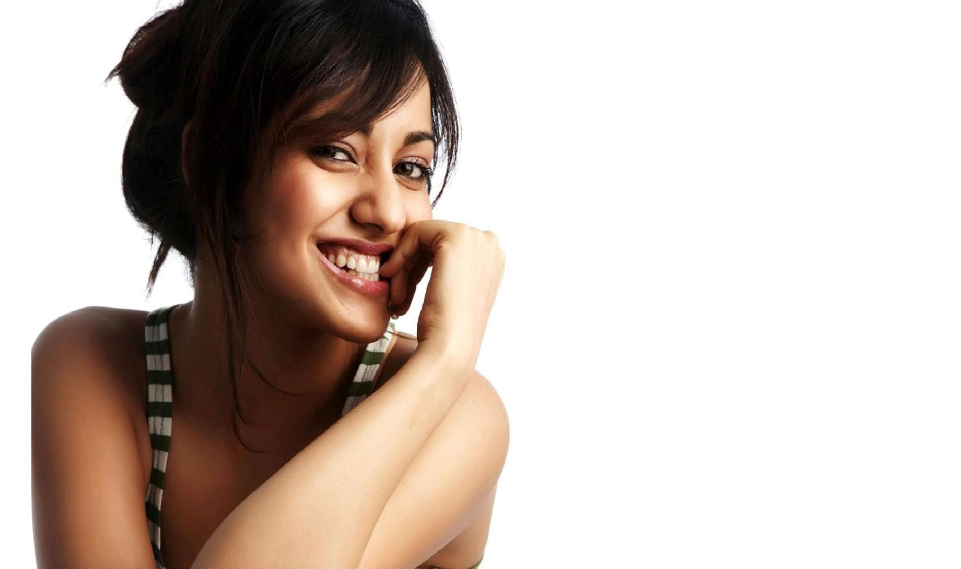 Neha Sharma Wallpapers High Resolution And Quality Download