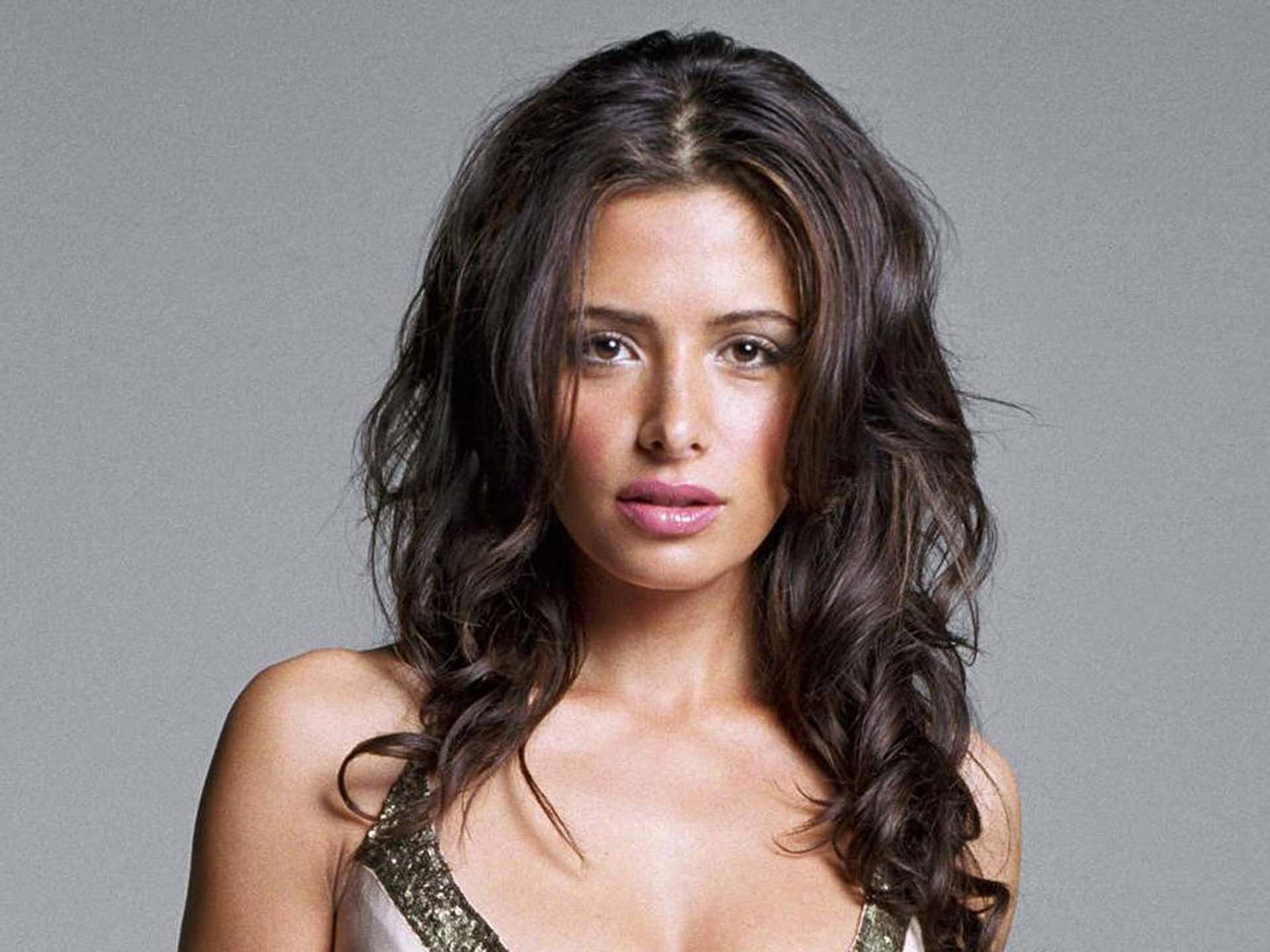 Sarah Shahi Wallpapers High Resolution And Quality Download-4766