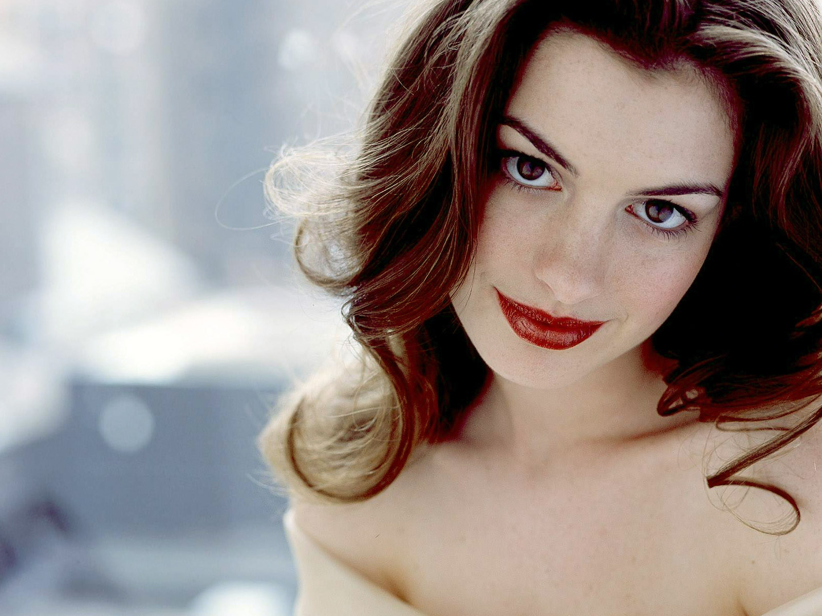 Im im images of anne hathaway - Anne Hathaway Hd Background