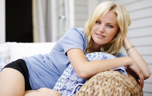 Malin Akerman HD Background