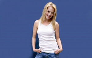 Julie Benz HD Desktop