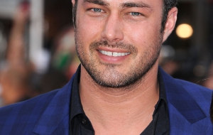 Taylor Kinney HD Background