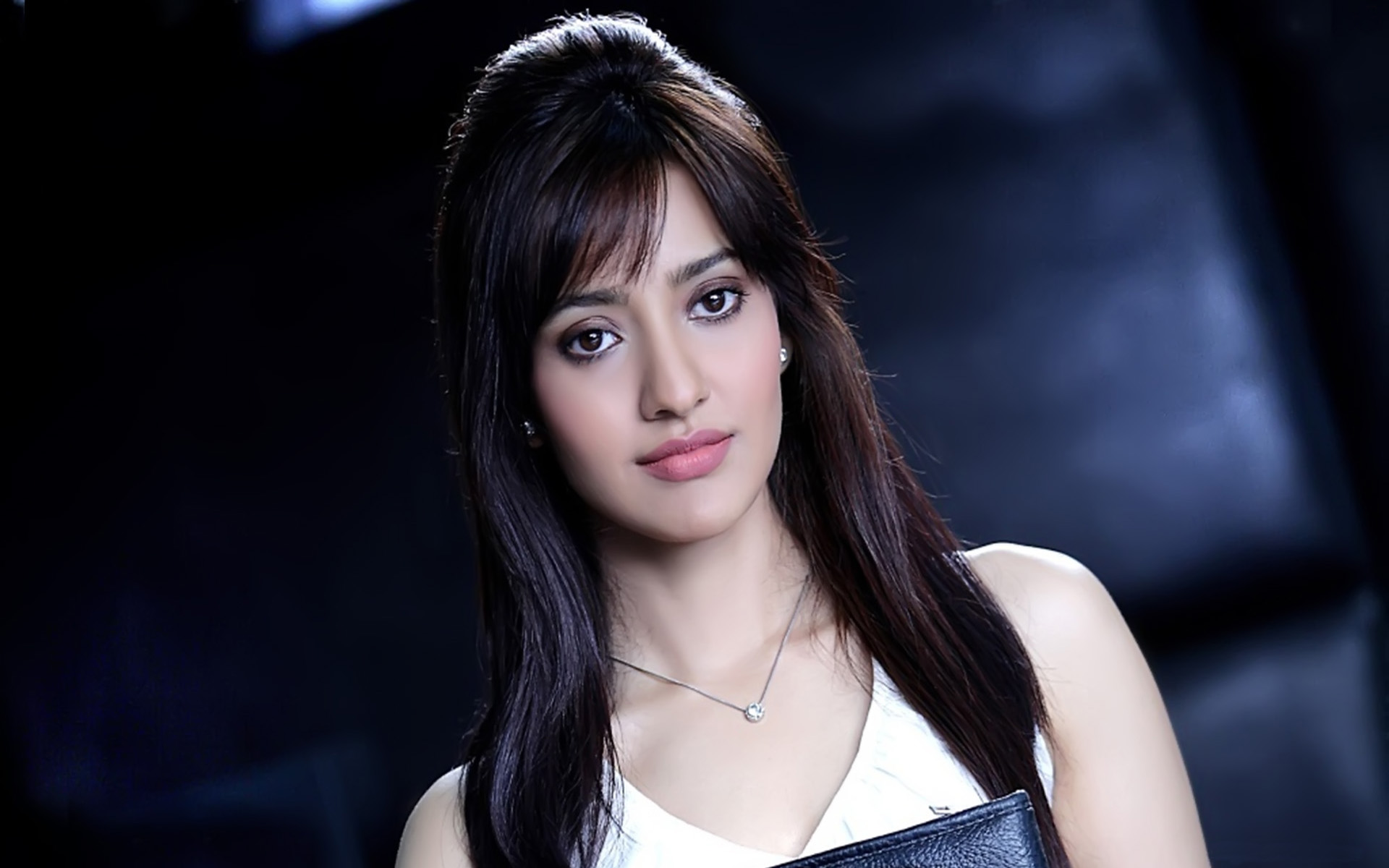 Cute Neha Sharma HD wallpaper for download