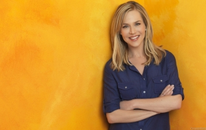 Julie Benz for desktop