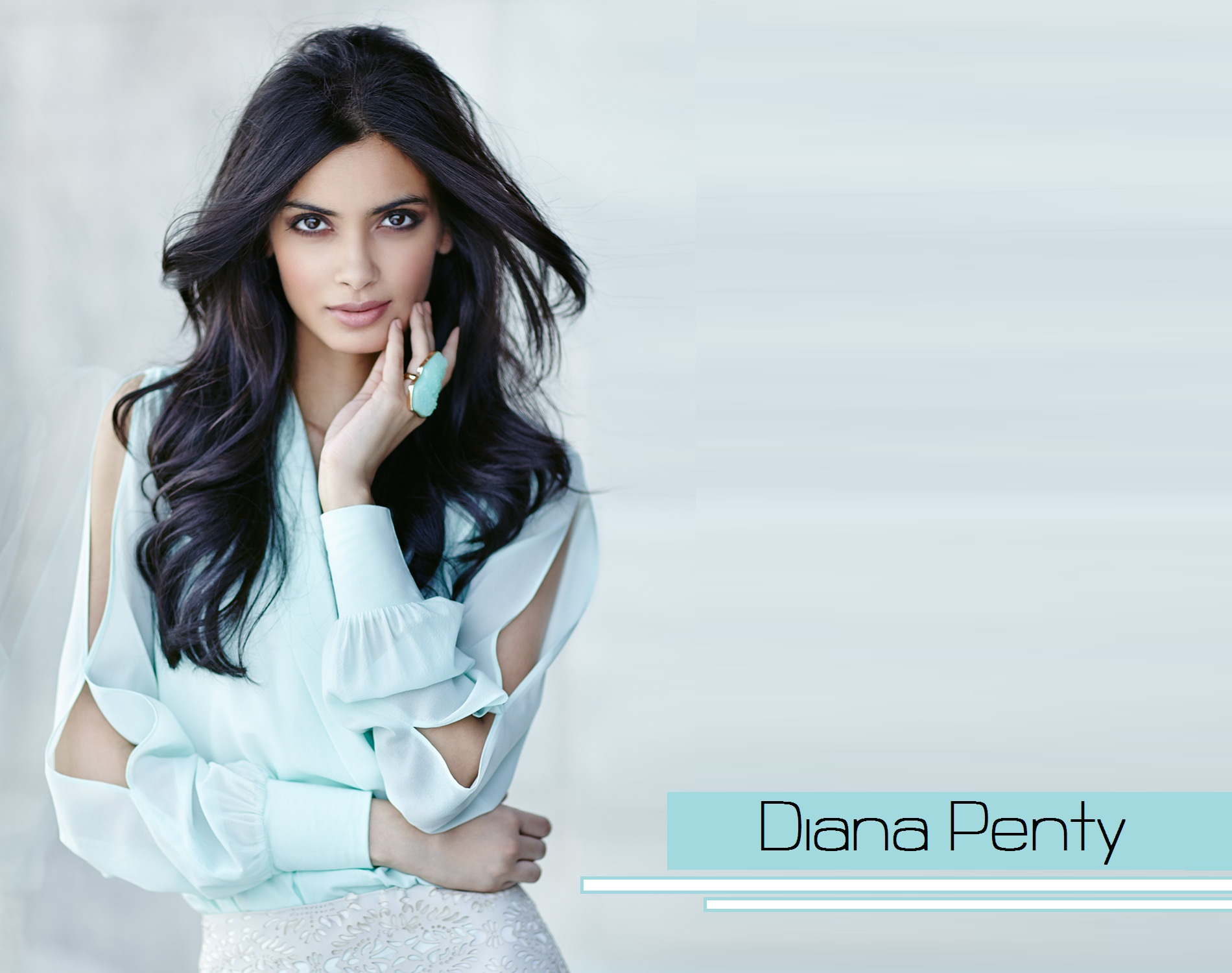 diana penty hot navel
