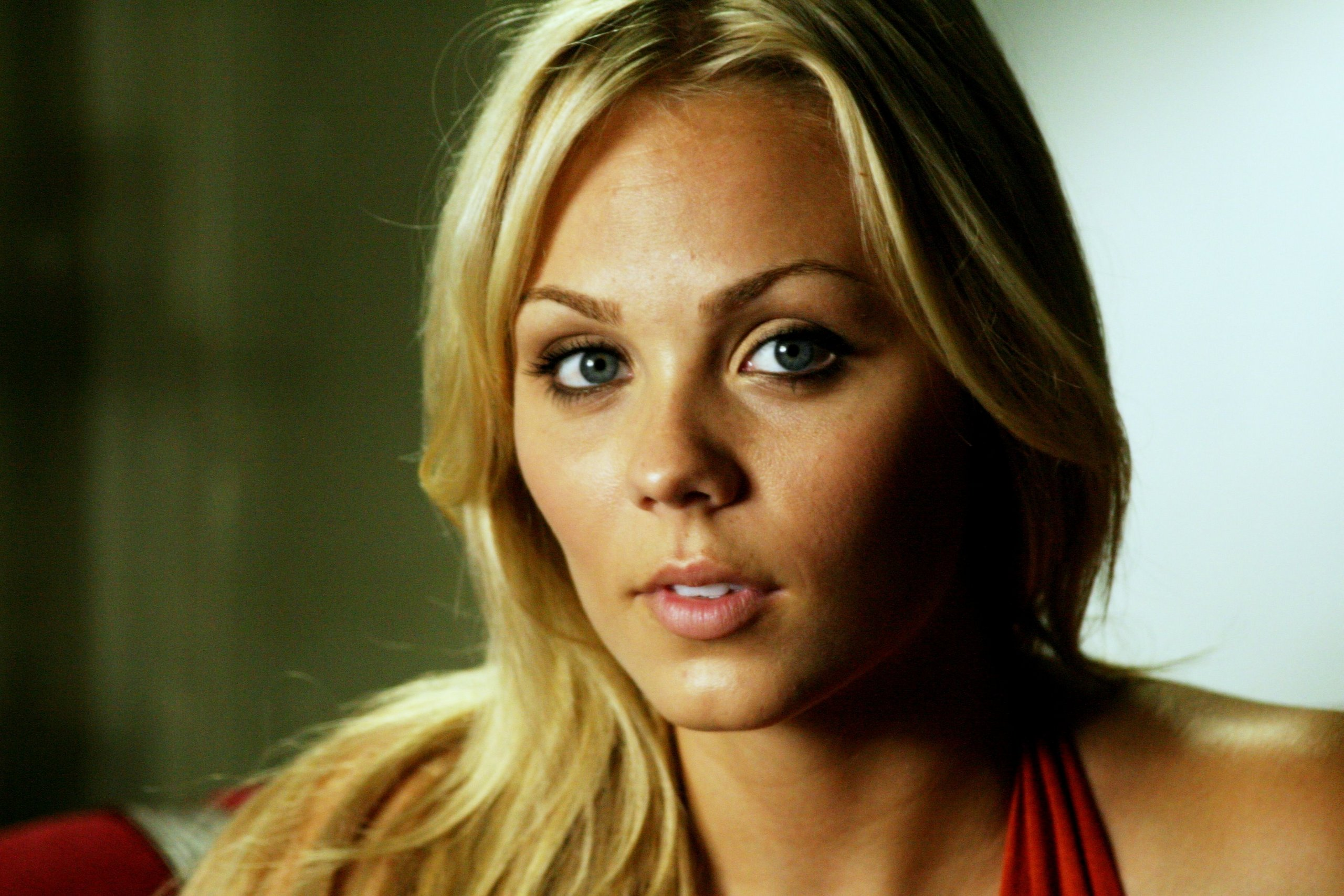 Laura Vandervoort HD Desktop Wallpapers