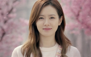 Son Ye Jin Wallpaper