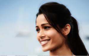 Freida Pinto Wallpaper