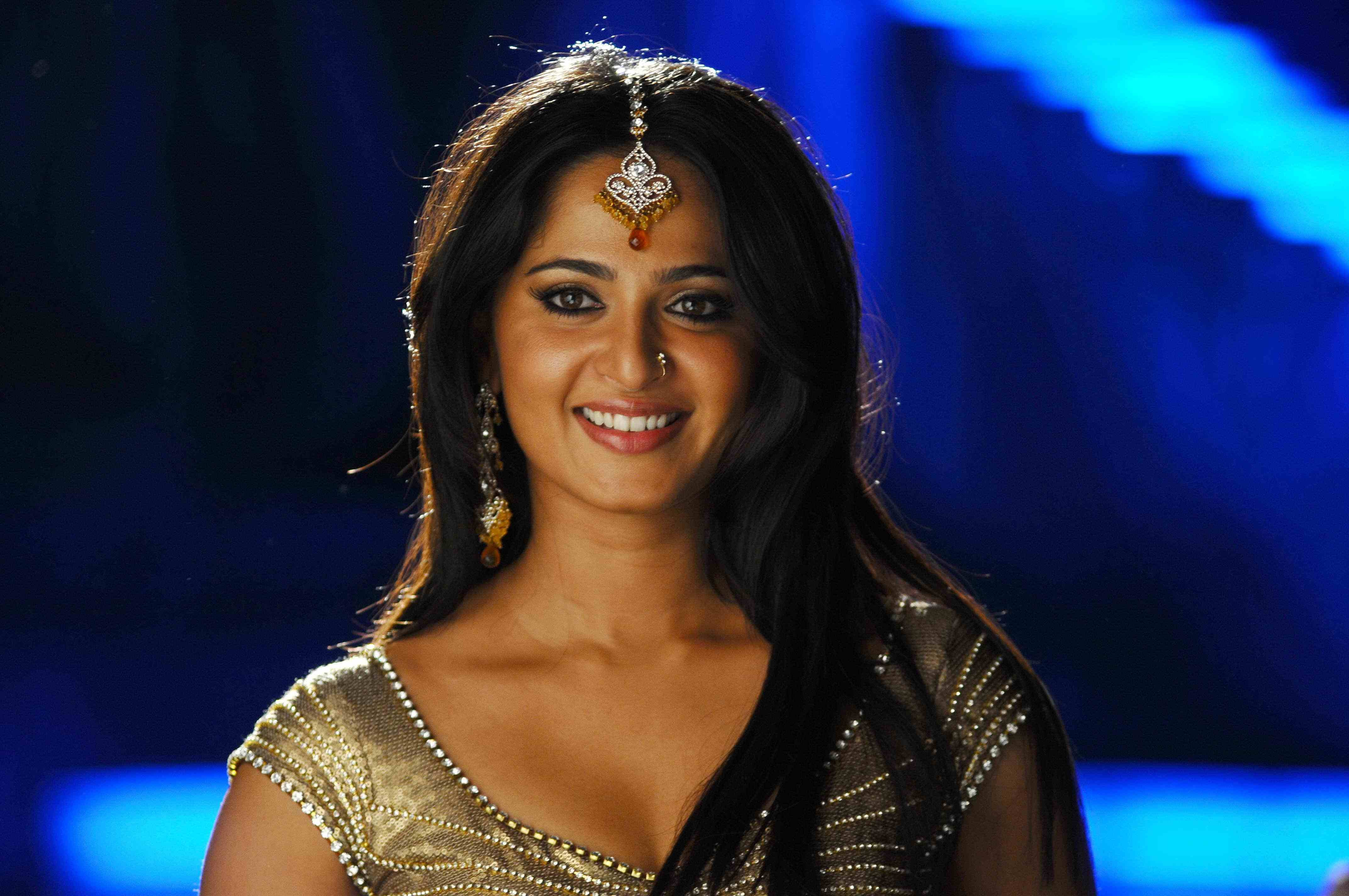 Anushka Wallpapers High Resolution And Quality Download