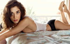 Lizzy Caplan Photos