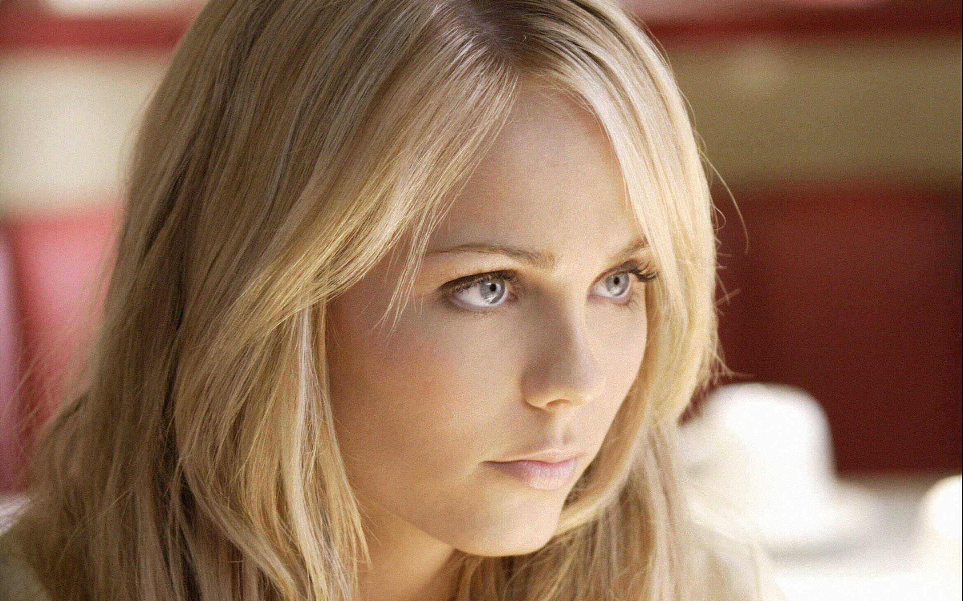 Laura Vandervoort Wallpapers High Resolution And Quality