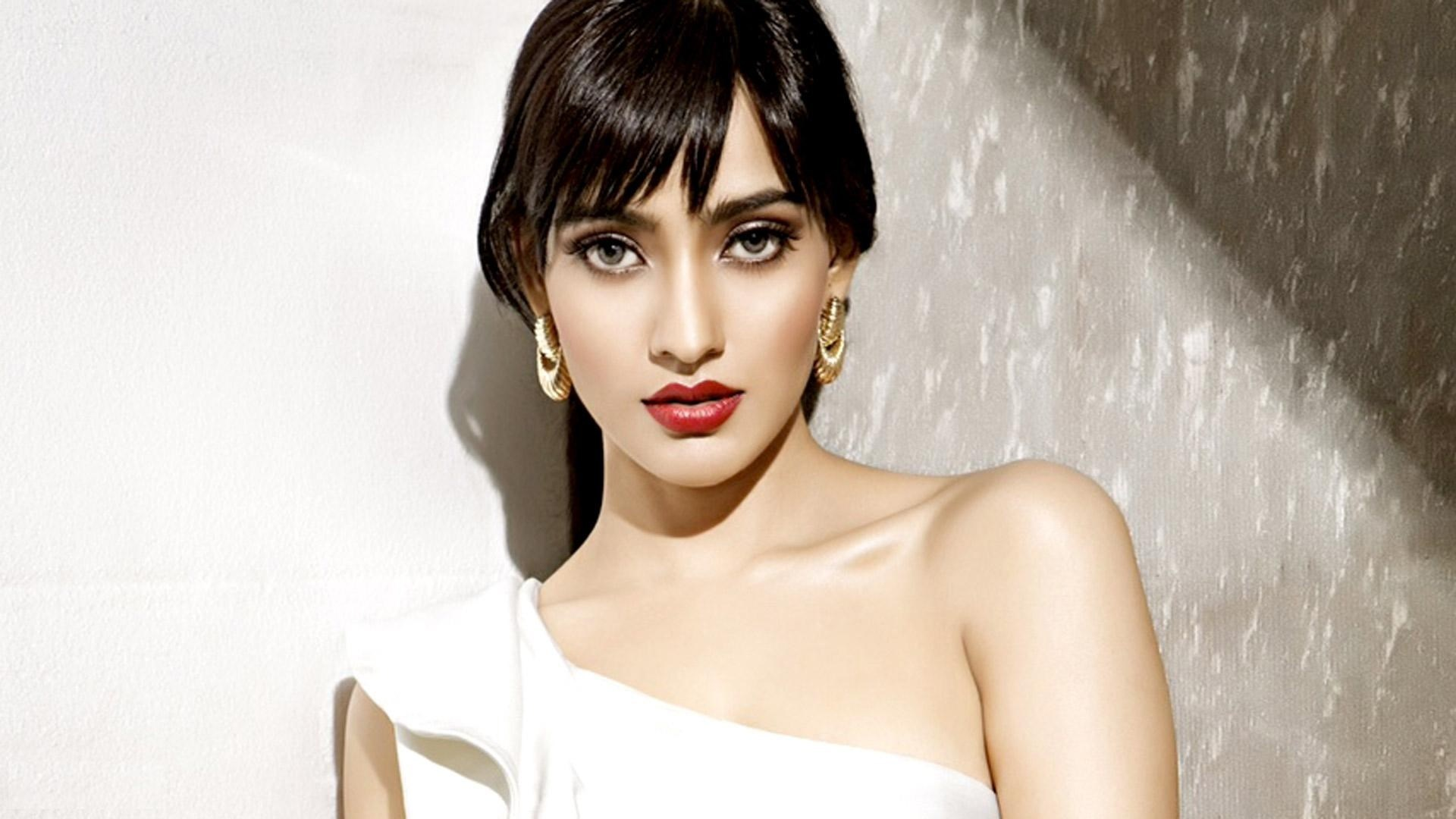 Namrata shirodkar wallpapers high resolution and quality download - Indian beautiful models hd wallpapers ...