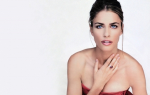Amanda Peet For Desktop