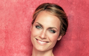 Amber Valletta High Definition Wallpapers