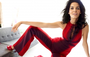 Angie Harmon Wallpaper