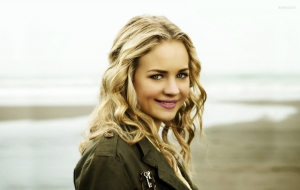 Britt Robertson High Quality Wallpapers