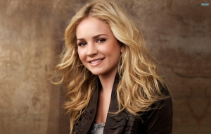 Britt Robertson Wallpapers