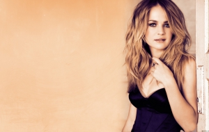 Britt Robertson For Desktop