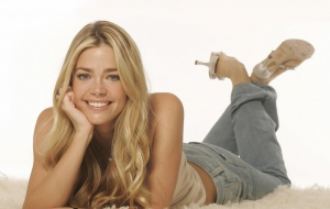 Denise Richards HD Background