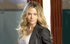 Denise Richards HD Desktop