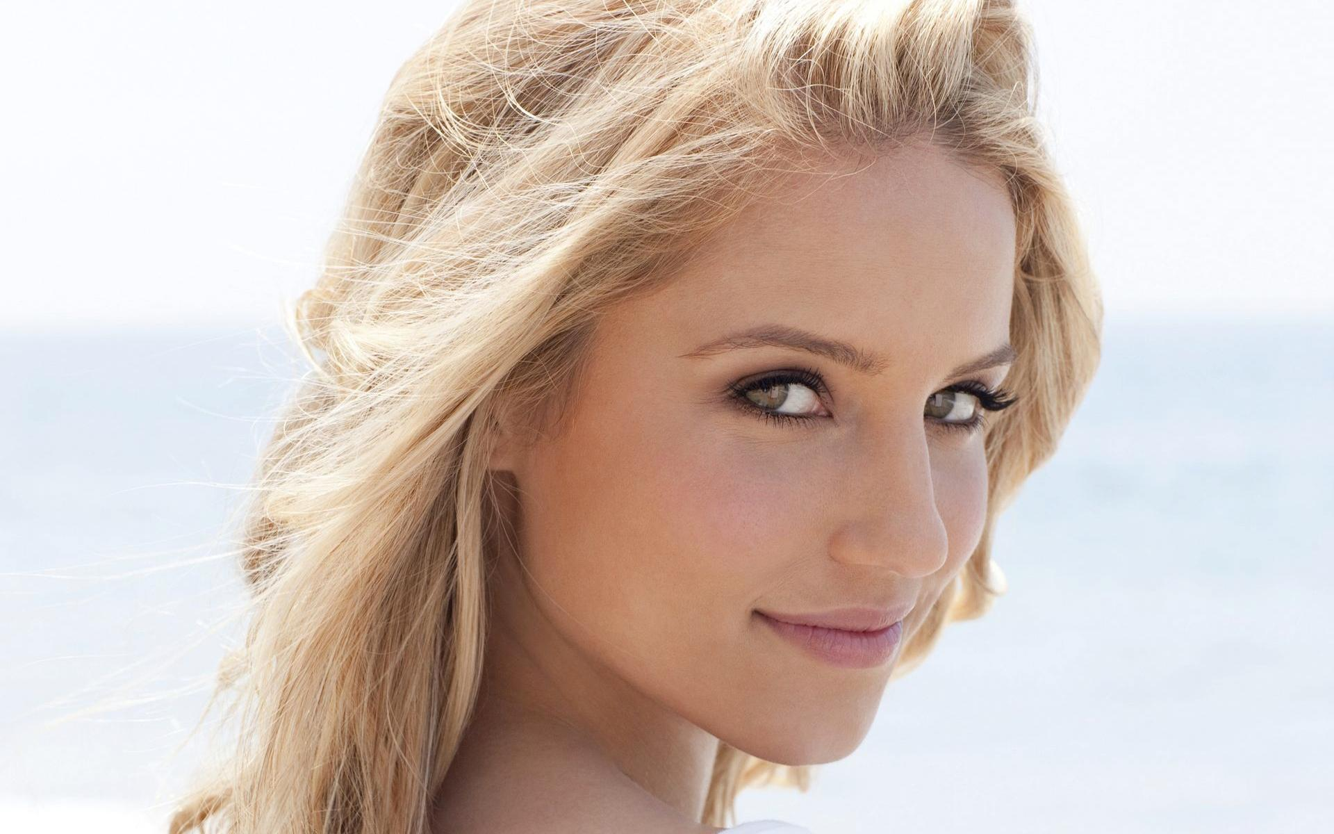 Dianna Agron Returning For th Episode Of Glee Hollywood Life
