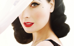 Dita Von Teese HD Wallpaper