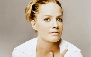 Elisabeth Shue High Definition