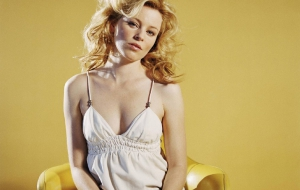 Elizabeth Banks For Desktop