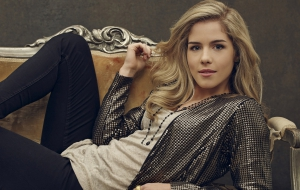 Emily Bett Rickards Computer Wallpaper