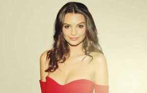 Emily Ratajkowski High Quality Wallpapers