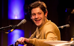 Iwan Rheon HD Background