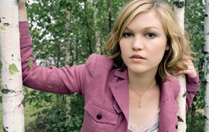 Julia Stiles Background