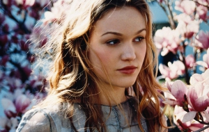 Julia Stiles Wallpaper