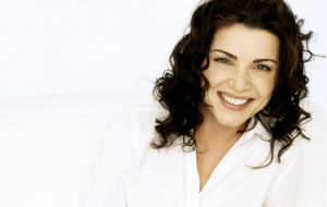 Julianna Margulies HD Wallpaper