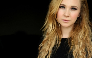 Juno Temple HD Desktop
